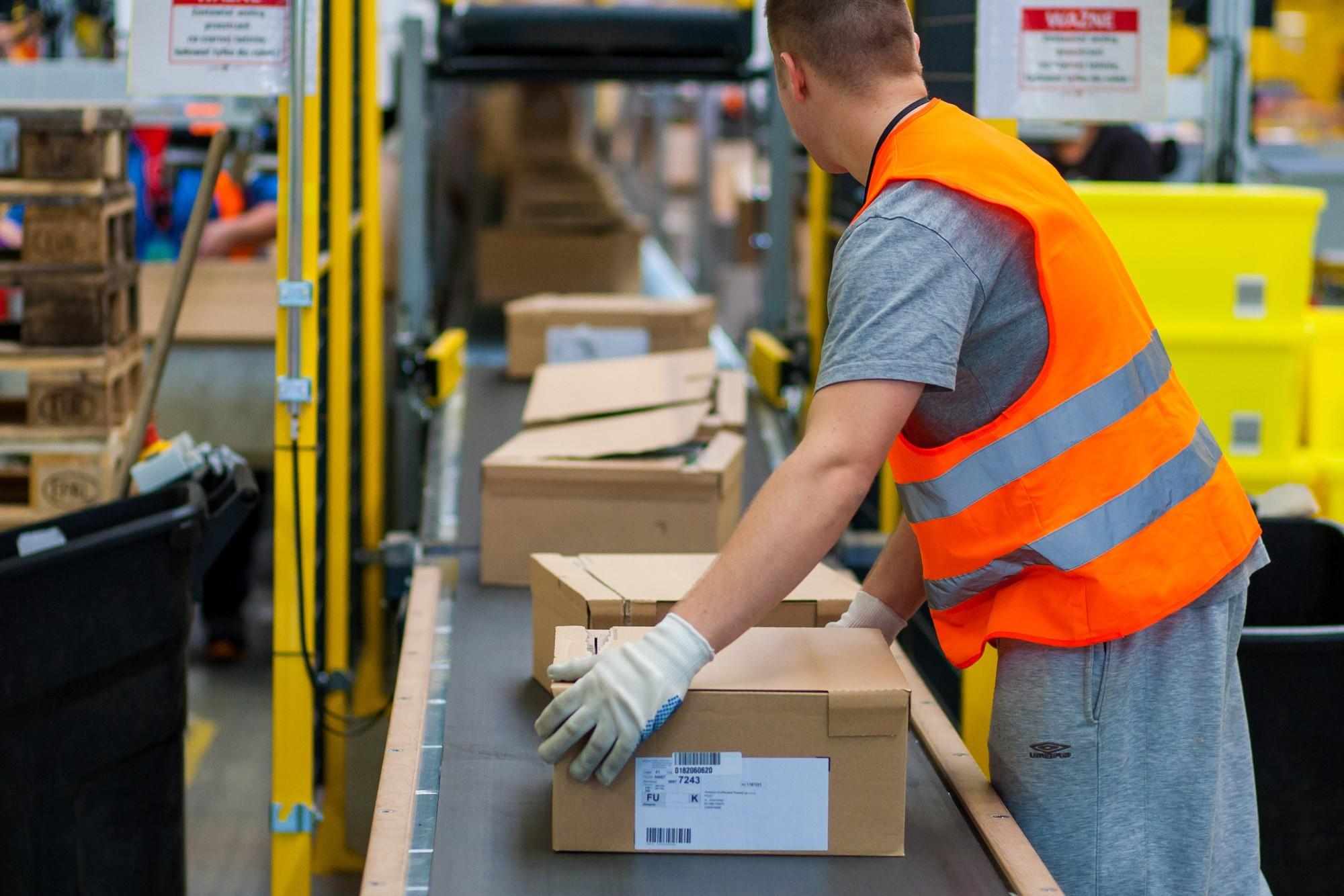 Упаковка и стикеровка товаров